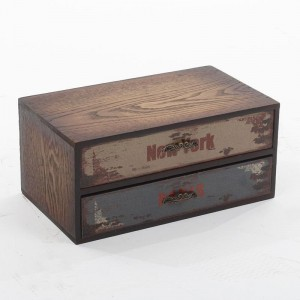 Кутия с чекмежета
